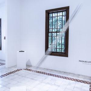 «Espacios entre», 2018, Series: Paisajes Utópicos, Cadenas de grapas entrelazadas, 250 (alto) x 300 cm (largo cadenas).