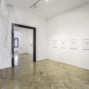 «Sin Titulo VI», 2017, Serie: Sin Título, Alambre de aluminio tejido a mano con macramé, Dimensiones variables, 780 x 19cm.