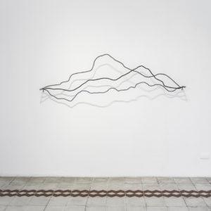 """""""Sin Título"""", 2017, Serie: Sin Título, Alambre galvanizado, 170 x 100 cm."""