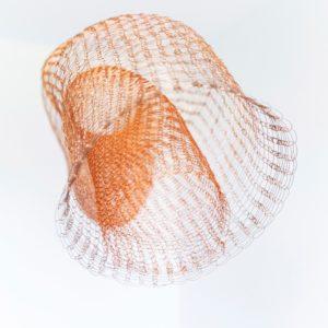 «Sin Título I», 2015, Serie: Sin Título, Alambre de cobre tejido a mano con telar, Dimensiones variables, 260 x 30 cm. (diámetro) / 260 x 16 cm. (diámetro).